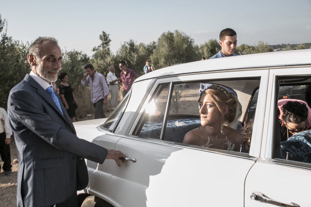 bride-arrival-in-a-greek-wedding