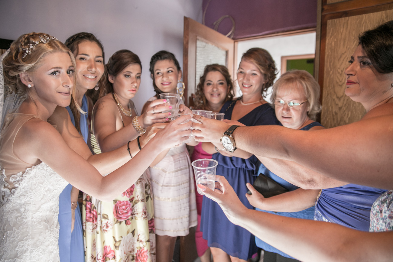 greek-bride-with-her-friends