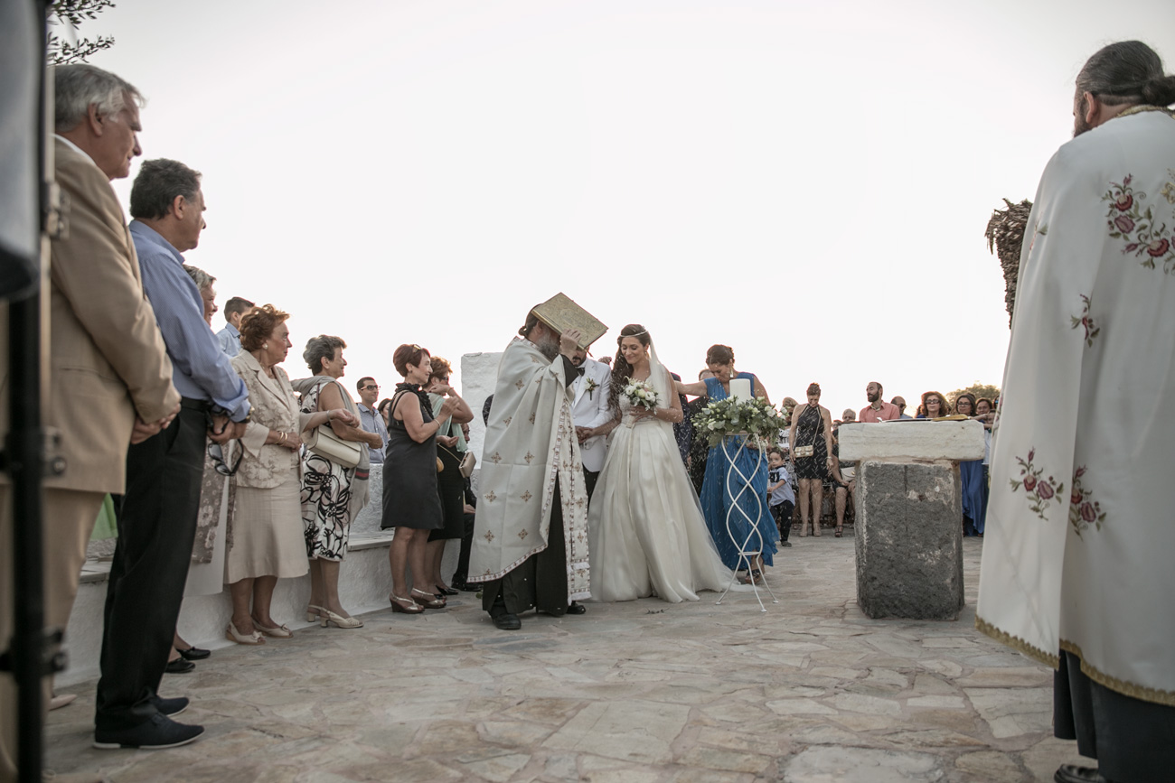 greek-ceremony-of-wedding-on-greek-island