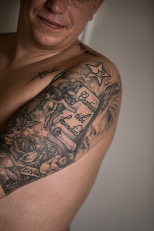 portrait-of-groom-with-tattoo